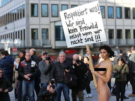Секс-бомба против террора: Художница показала насильникам голый зад